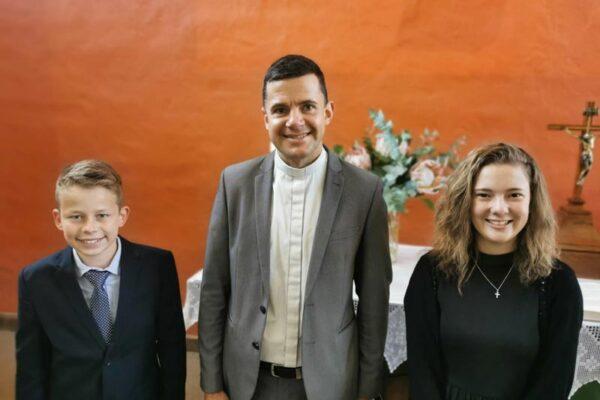 Konfirmation 2020 - ELPA - Pastor Paul und Konfirmanden