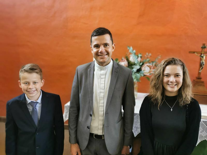 Konfirmation 2020 - ELPA - Pastor Paul und Konfirmanden
